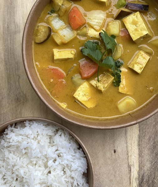 holy_chow_tofu_curry_rice_bowl.jpg